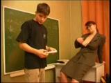 Tanárnő, aki szexet is tanít