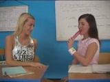 Mini leszbi találkozás a tanulószobán