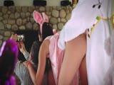 Húsvéti nyuszi megkúrja a tinilányt